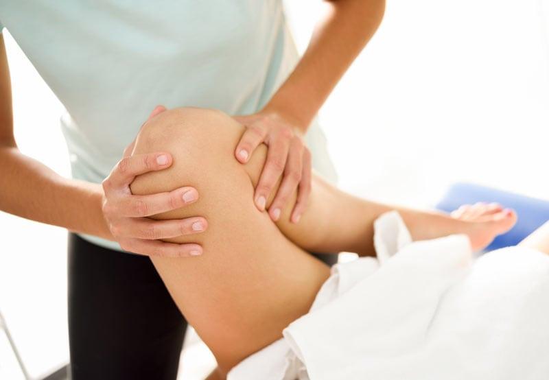 Почему болят колени после бега?