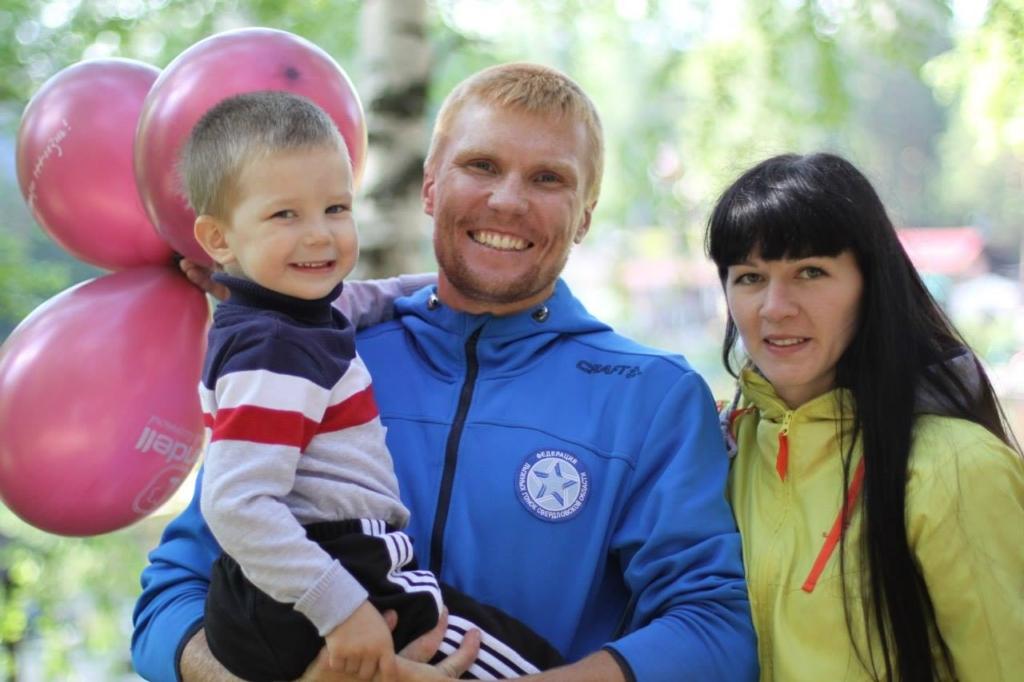 Антон Головин с семьей