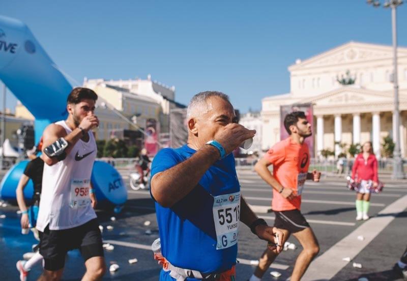 Что есть и пить: правила питания на марафоне и полумарафоне