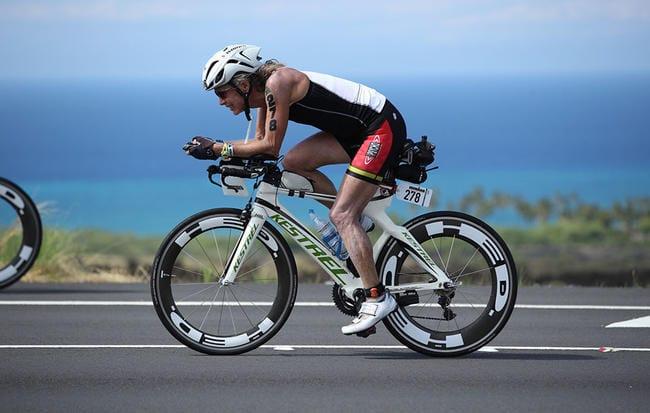 60-летняя женщина преодолела свой первый Ironman после победы над раком