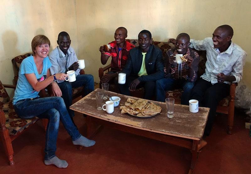 Я в гостях у спортсменов в Итене, завтракаем кенийским чаем с чапати
