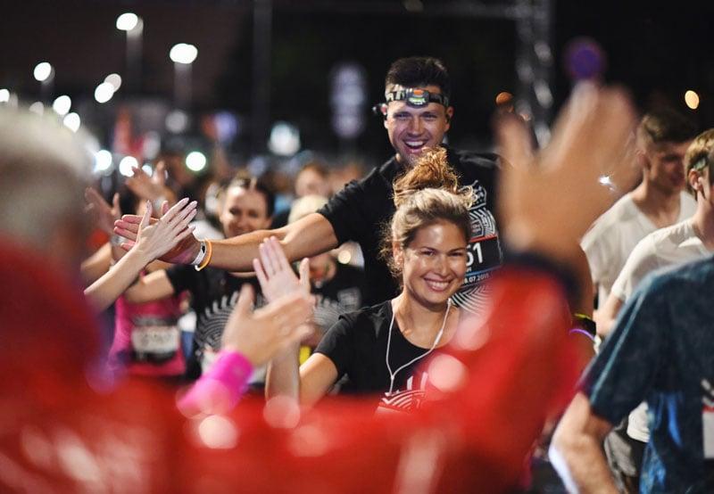 Результаты Ночного забега 2018: в Москве более 5,5 тысяч человек вышли на старт, несмотря на грозу
