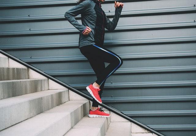 Бег по лестнице: рекомендации и план тренировок