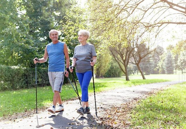 Скандинавская ходьба для пожилых и пенсионеров