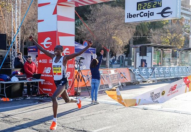 Рекордсмен мира по бегу на 10 км по шоссе Ронекс Кипруто