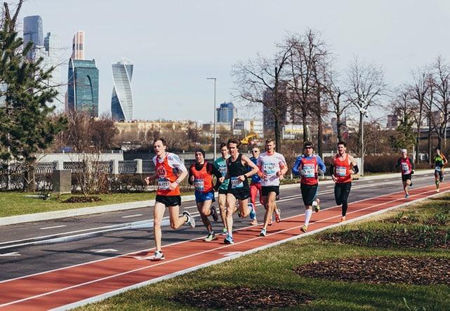 В Москве ограничили число участников спортивных мероприятий до 50 человек