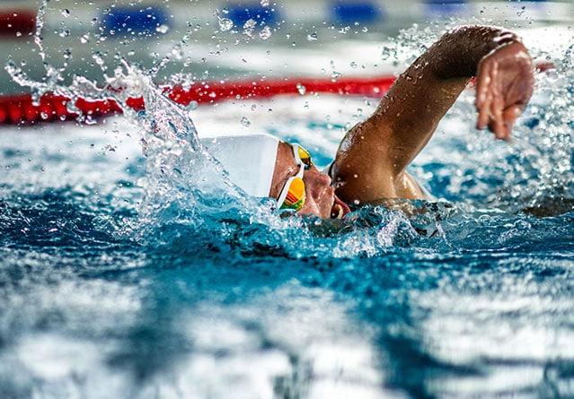 Польза плавания: 20 причин пойти в бассейн