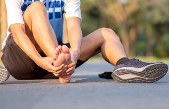 Чёрный ноготь после бега: как лечить и не допустить