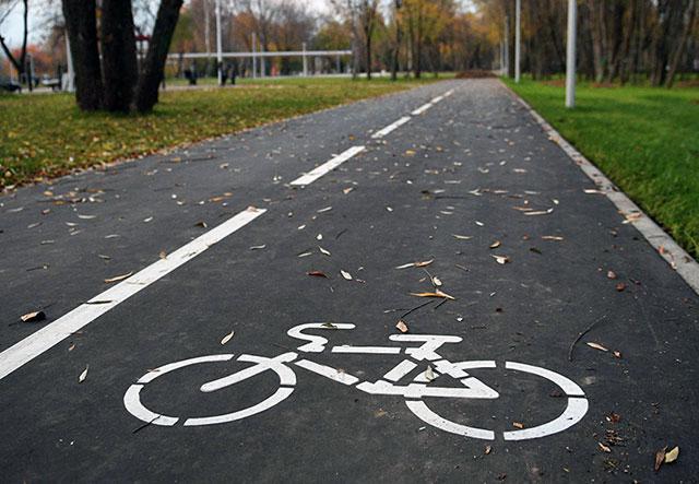 Как ездить на велосипеде в городе: правила и лайфхаки