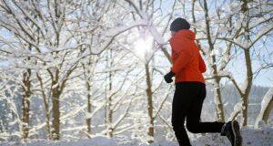 Бег по снегу и льду: особенности тренировок, экипировка, техника