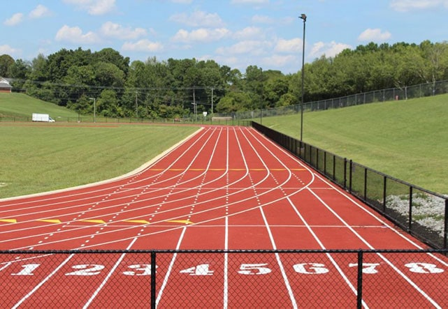 Длина легкоатлетического стадиона и манежа