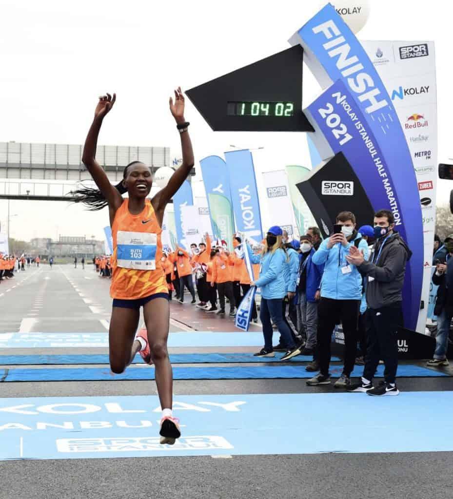 Рут Чепнгетич установила новый мировой рекорд в полумарафоне