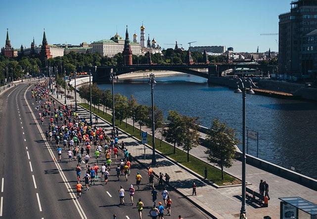 Стала известна новая дата Московского полумарафона и других забегов «Бегового сообщества»