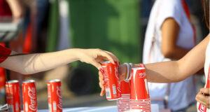 Почему марафонцы пьют колу, и правда ли, что она помогает