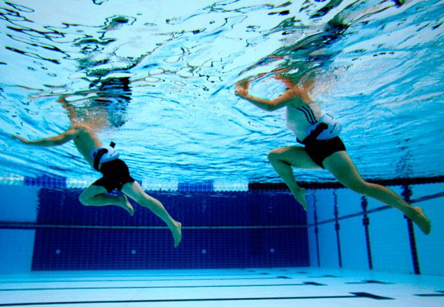 Бег в бассейне (водный бег): что это и для кого подойдёт